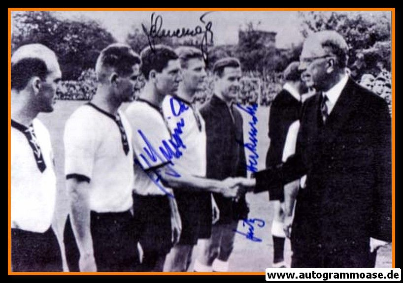 Autogramme Fussball   DFB   1958 WM Foto   3 AG (Herkenrath, Schnellinger, Szymaniak) CSSR