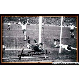 Autogramme Fussball | DFB + Schweden | 1964 Foto | HAMRIN + TILKOWSKI (Jubelszene SW)